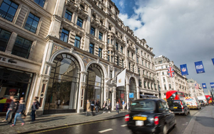 Apple cuts ties with the iPhone at the Regent Street Apple Store in London