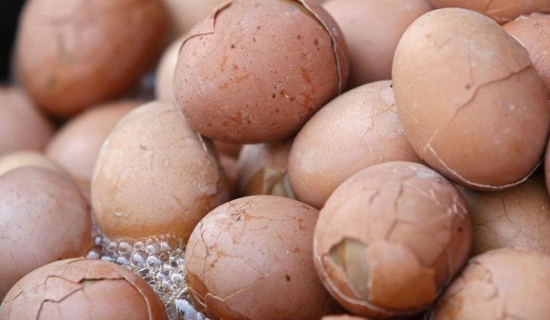 21754 Китайский деликатес — яйца, сваренные в моче девственников