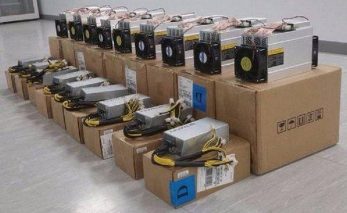38404 Таможня: россияне все чаще пытаются ввезти из Китая оборудование для майнинга