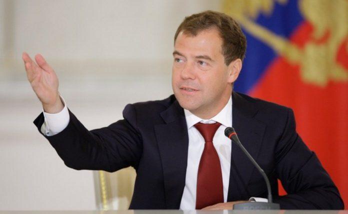 90198 Дмитрий Медведев призвал не «хоронить» криптовалюты