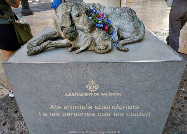 119866 Монумент «Бродячие» — памятник милосердию животных и человеческому эгоизму
