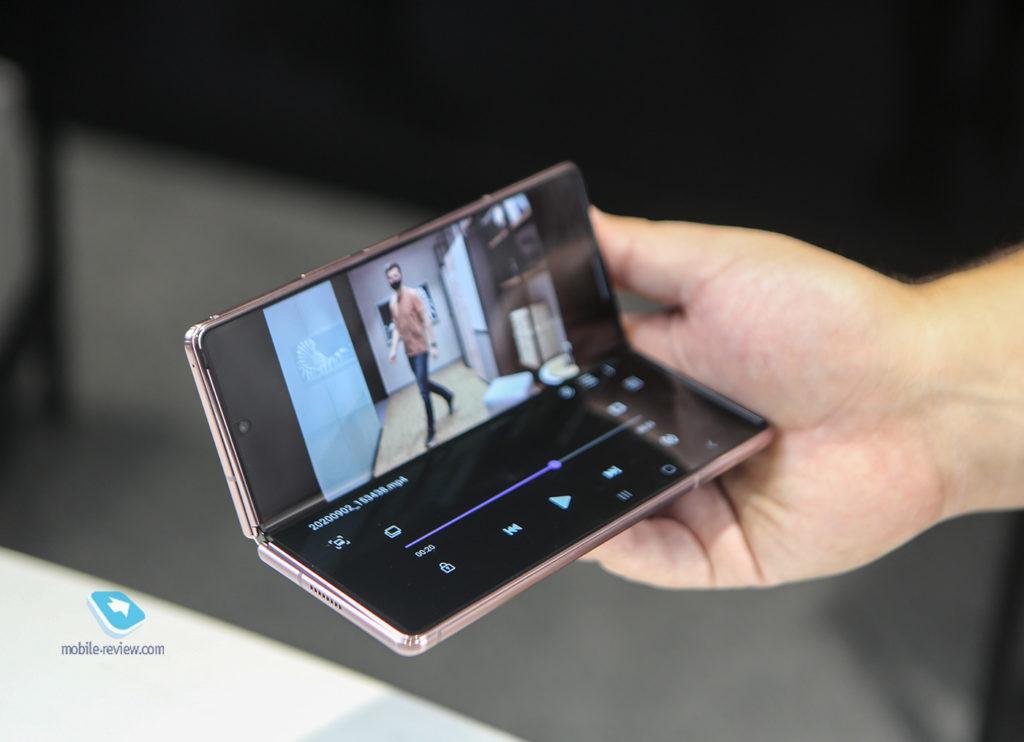 Чем отличается Galaxy Z Fold2 от прошлогоднего Fold - сравнение моделей