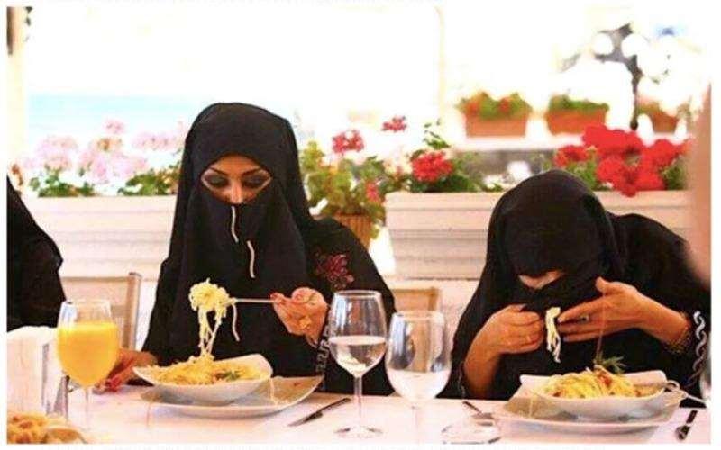 Трудности религии: арабские женщины и рестораны просто несовместимы
